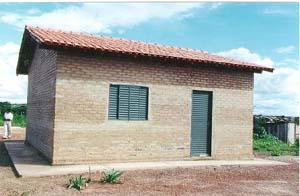 Casa popular feita com tijolos de solo-cimento em Cuiabá-MT