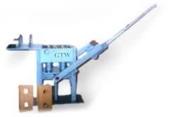 Prensa manual para produção de tijolos de solo-cimento